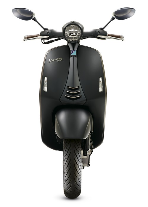 Vespa-946-Emporio-Armani-03